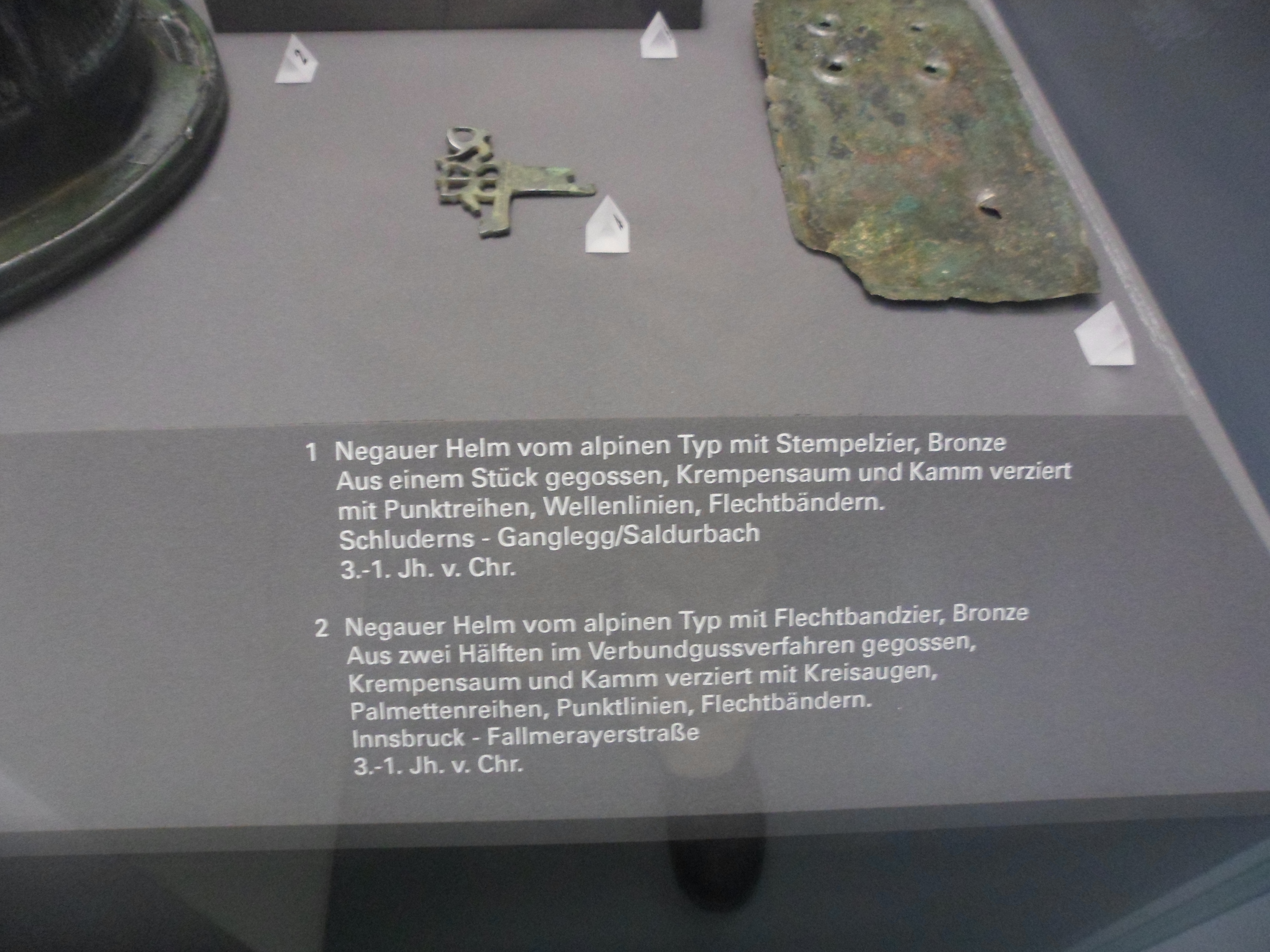 Photo of the museum label.  See caption for an English translation.